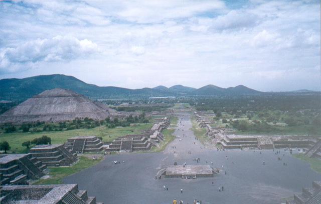 H_teotihuacan_avenida_de_los_muertos_1