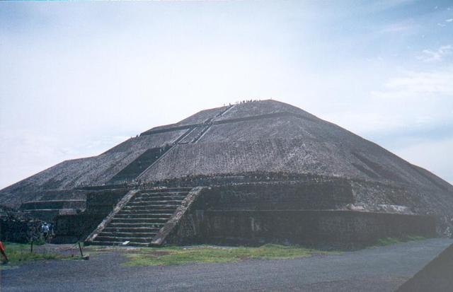 H_teotihuacan_piramide_del_sol_1